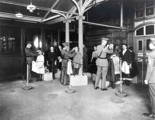 trachoma inspections at ellis island660